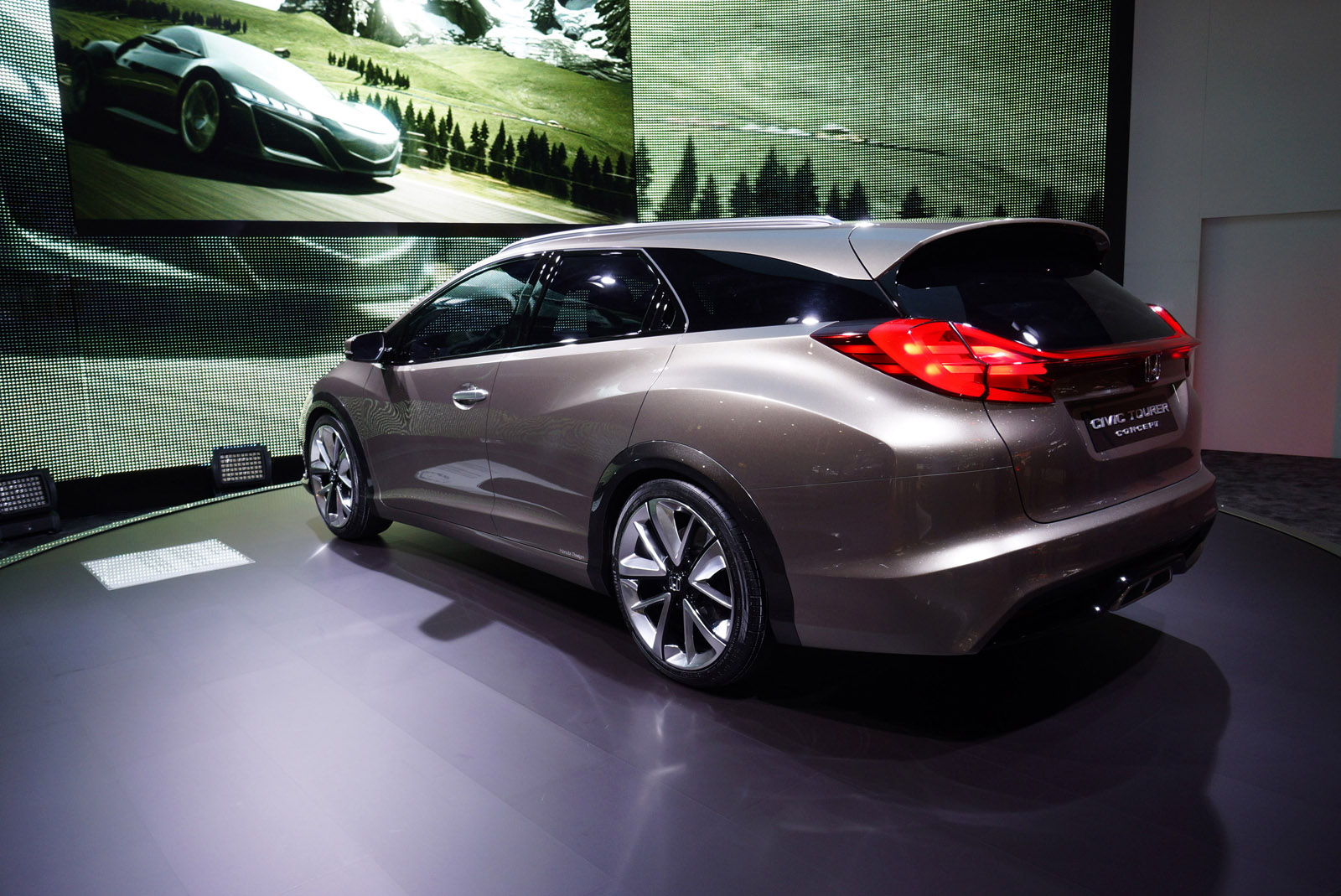 2019 Honda Accord Tourer Concept photo - 6