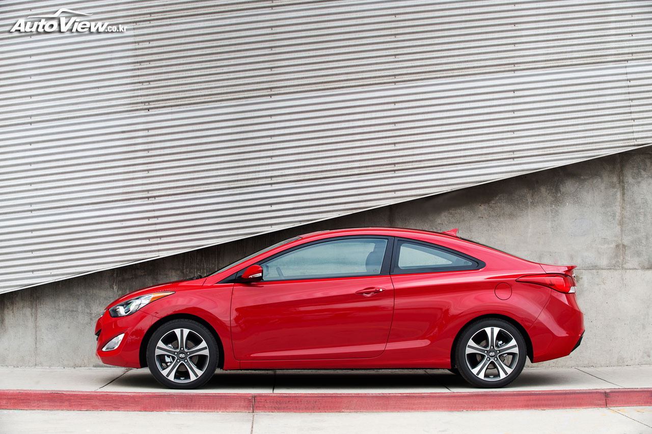 2019 Hyundai Elantra Coupe photo - 3