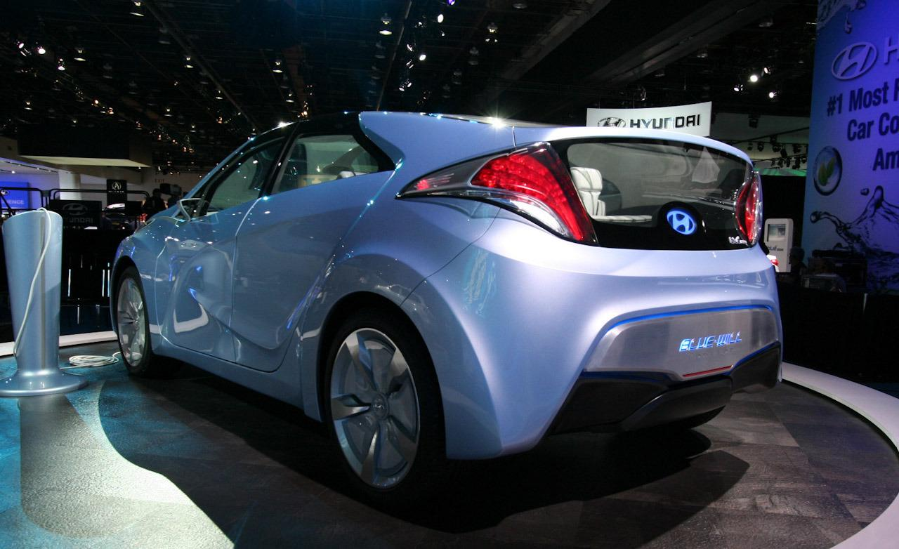 2019 Hyundai i Blue Concept photo - 2