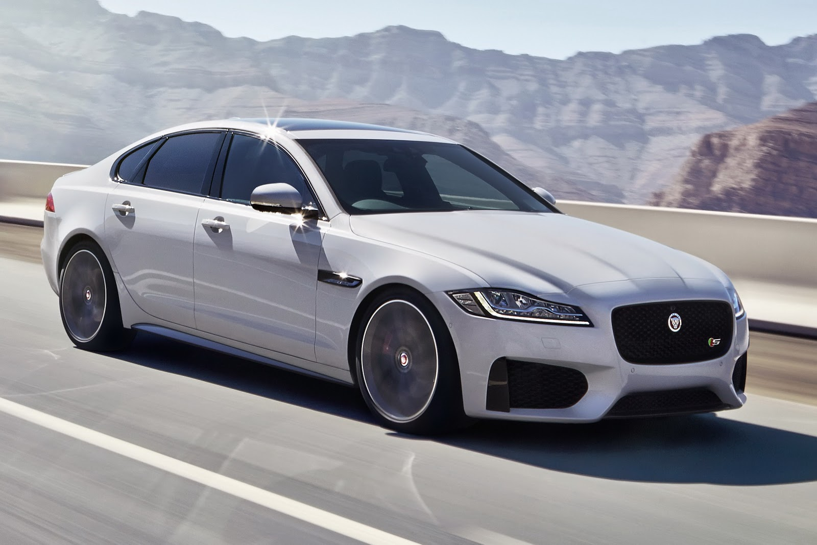 2019 Jaguar XF photo - 1