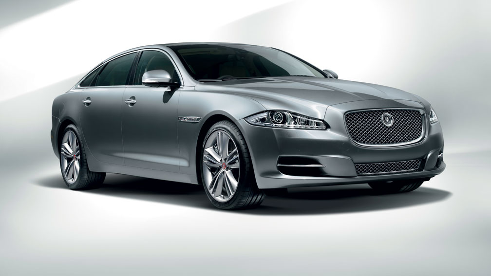 2019 Jaguar XF photo - 2