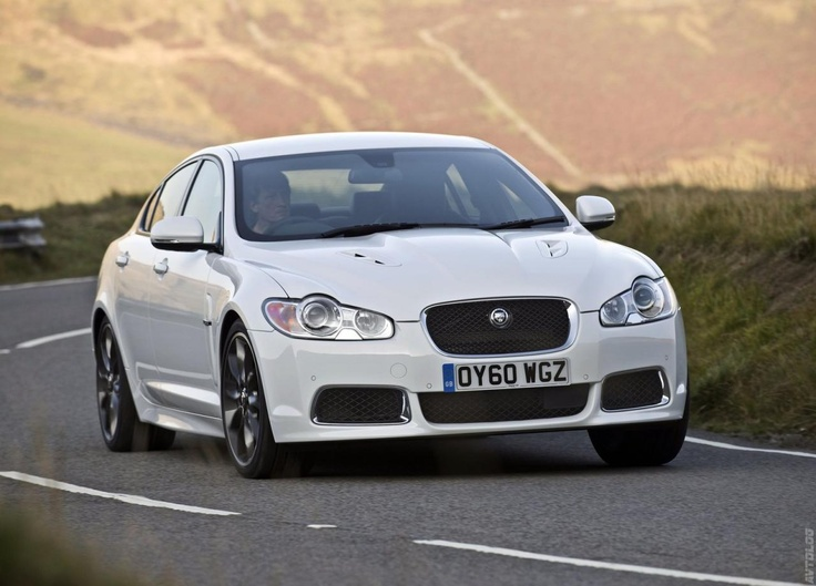 2019 Jaguar XF Black Pack photo - 5