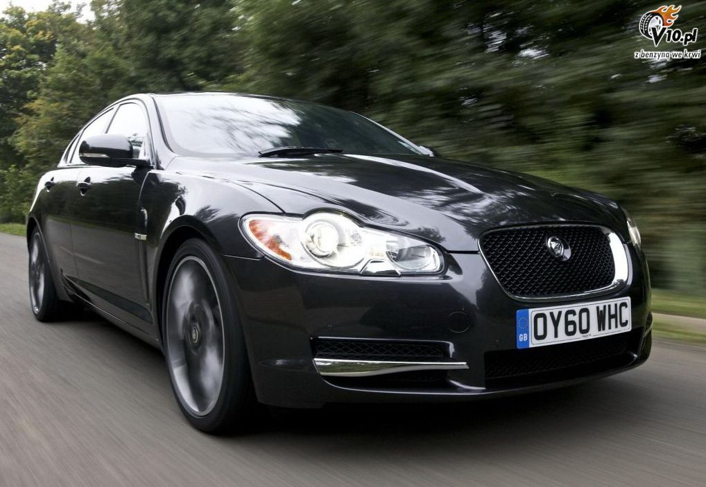 2019 Jaguar XF Black Pack photo - 6