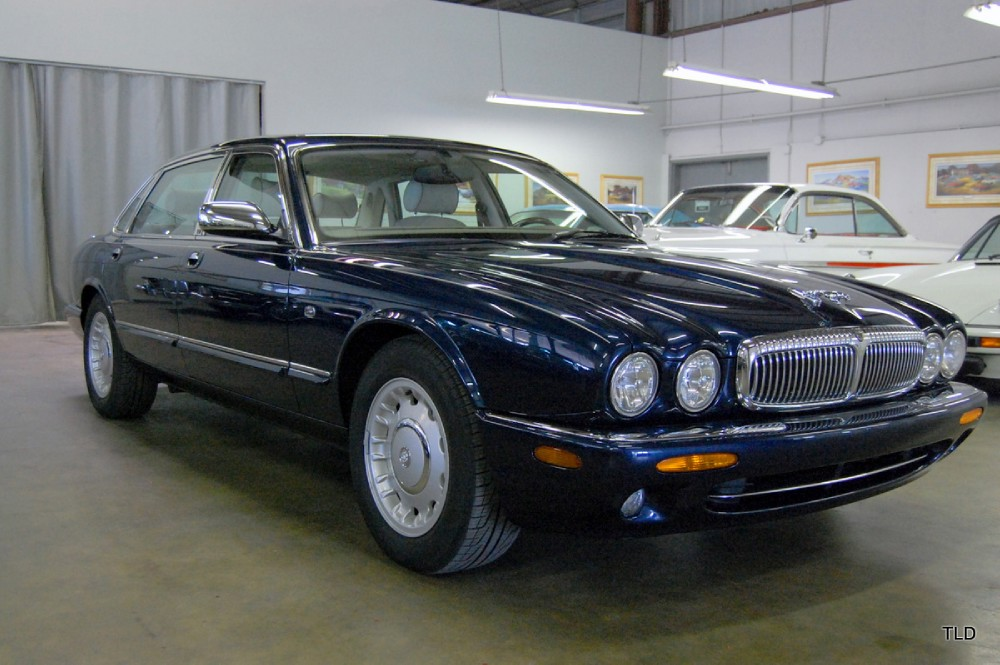 2019 Jaguar XJ8 Vanden Plas photo - 4
