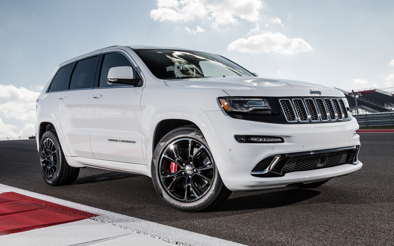 2019 Jeep Grand Cherokee SRT photo - 4