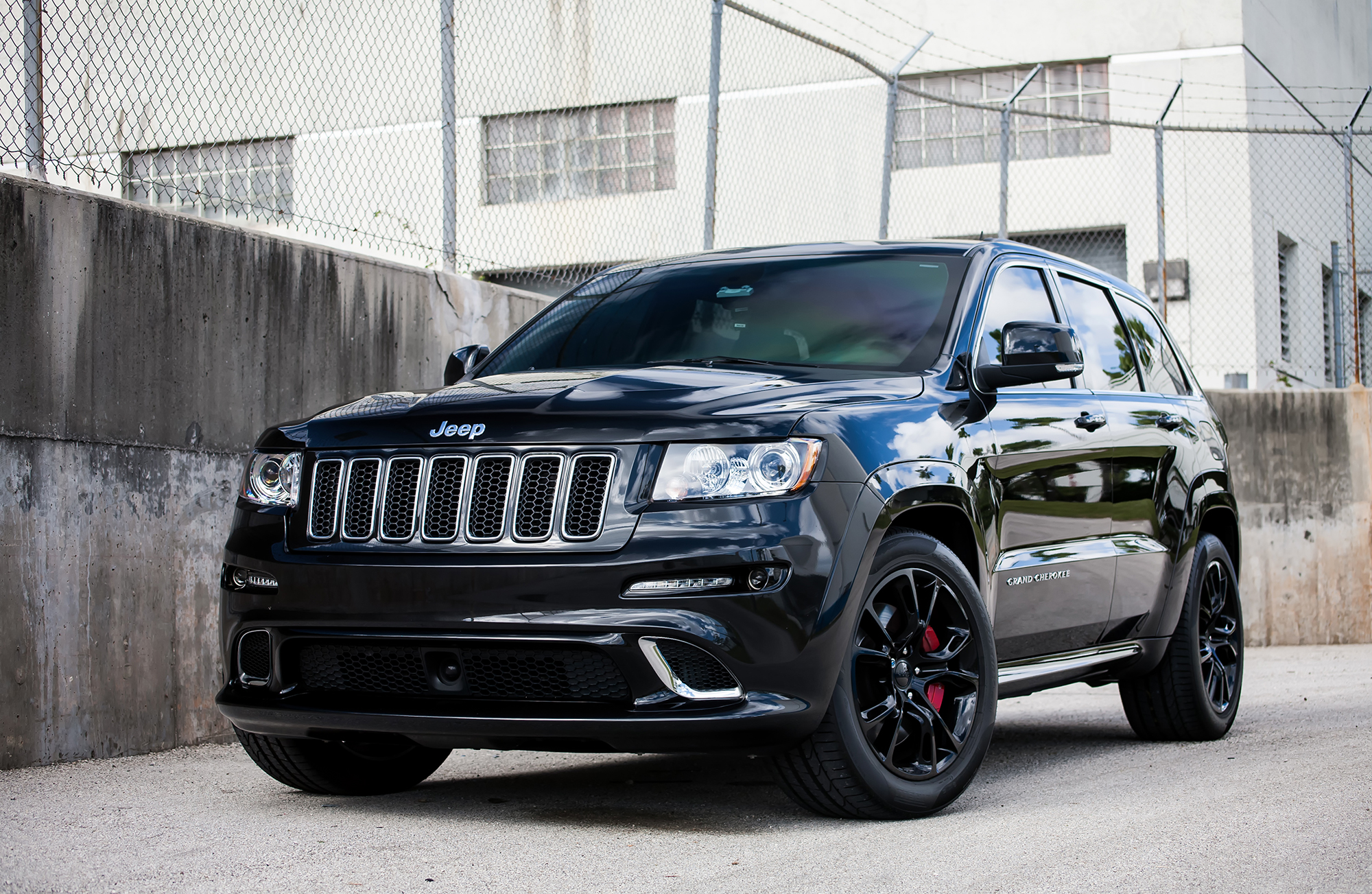 2019 Jeep Grand Cherokee SRT8 photo - 2