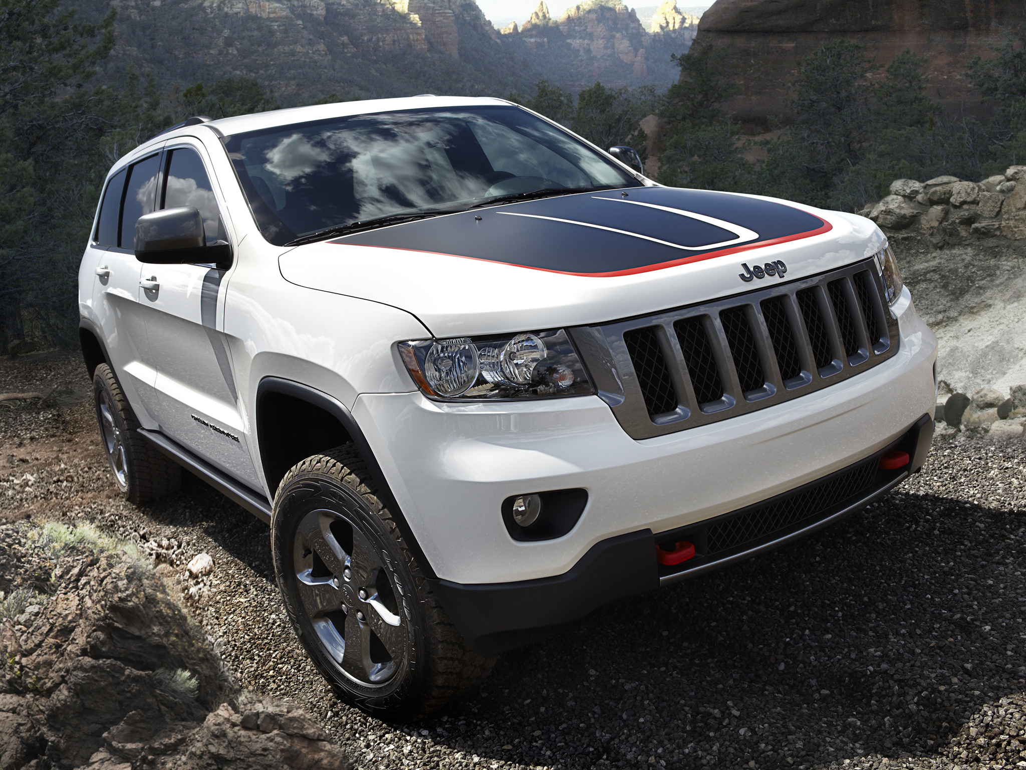2019 jeep grand cherokee trailhawk car photos catalog 2018. Black Bedroom Furniture Sets. Home Design Ideas