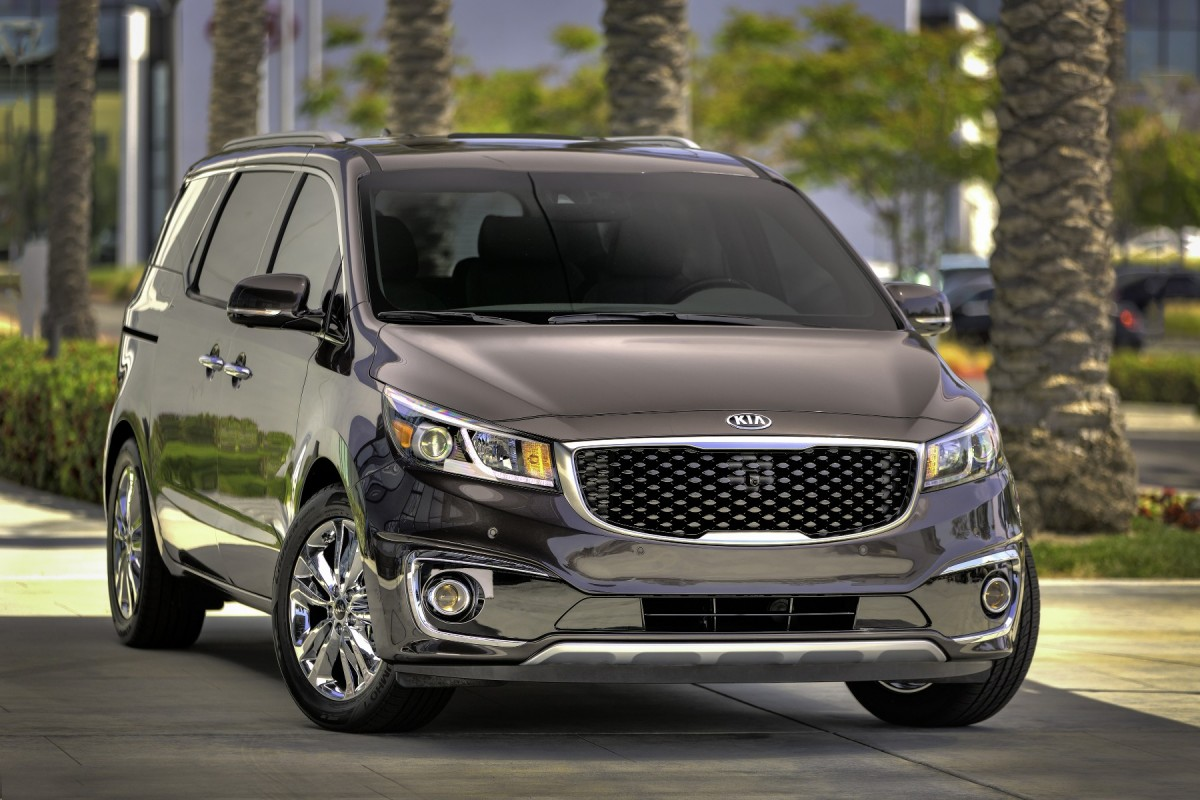 2019 Kia Grand VQ R photo - 3