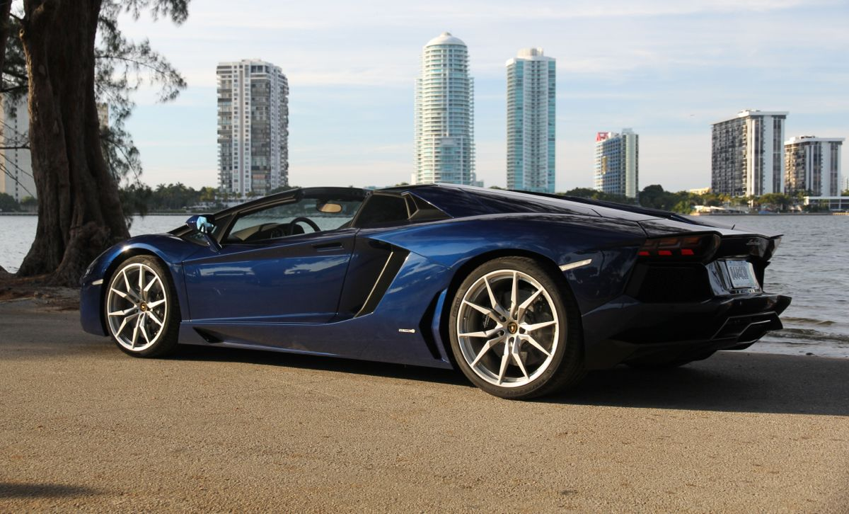 2019 Lamborghini Aventador LP700 4 Roadster photo - 5