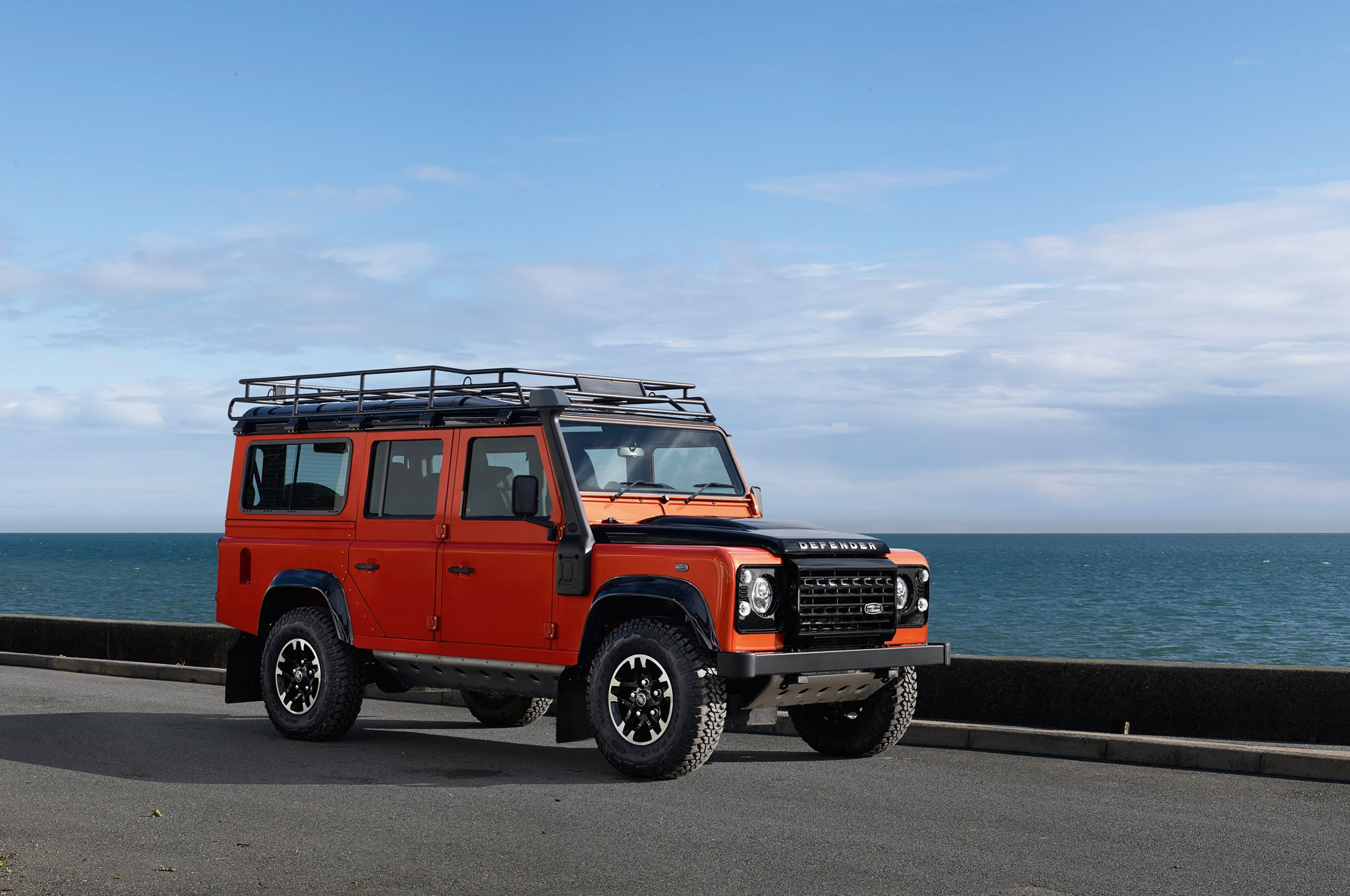 2019 Land Rover Defender photo - 3