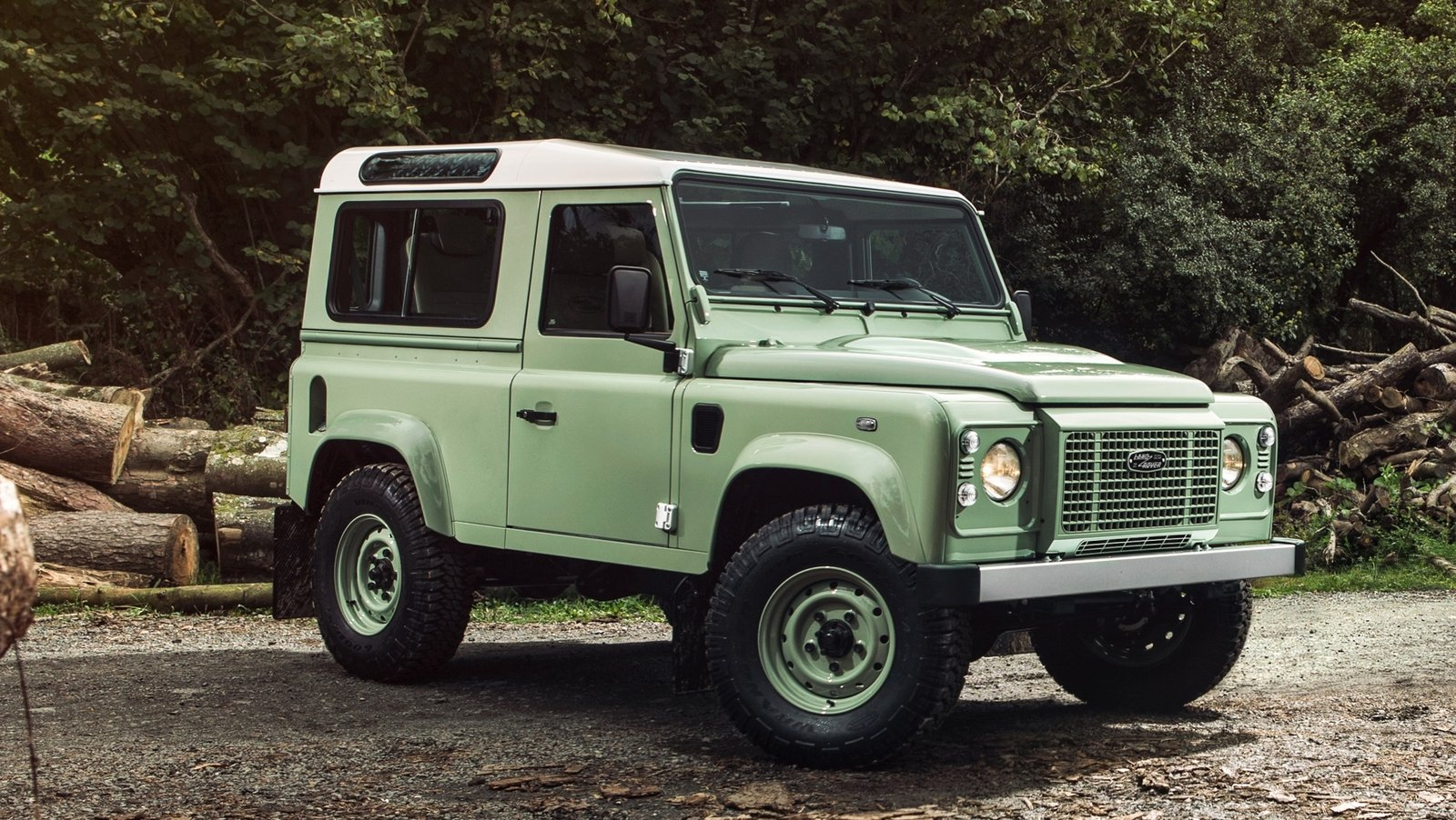2019 Land Rover Defender photo - 5