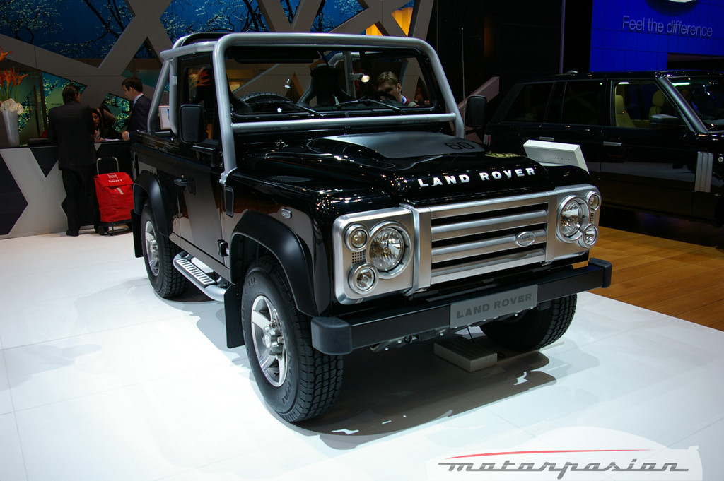 2019 Land Rover Defender SVX photo - 2