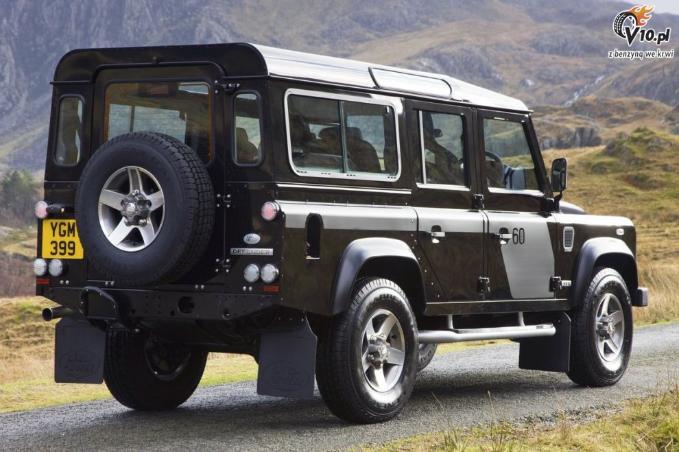 2019 Land Rover Defender SVX photo - 4