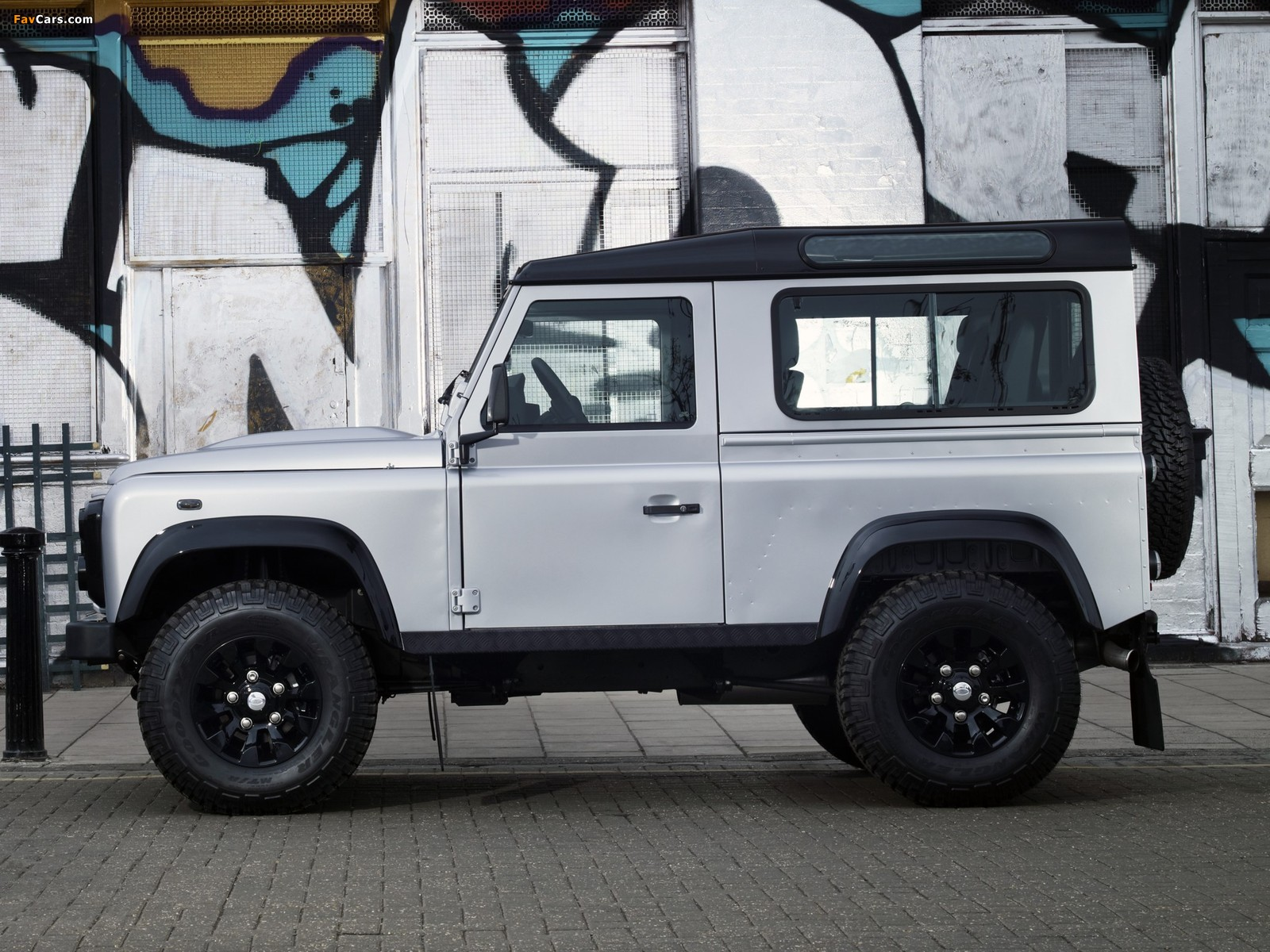 2019 Land Rover Defender X Tech photo - 3