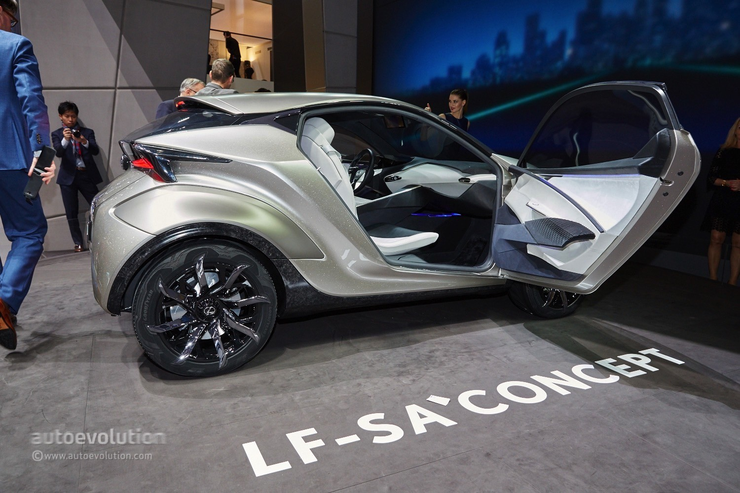 2019 Lexus LF SA Concept photo - 1