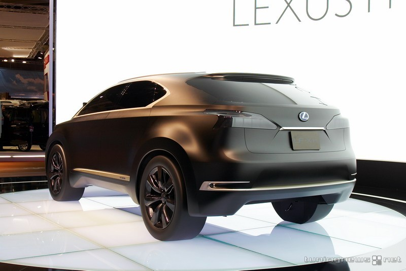 2019 Lexus LF Xh Concept photo - 2