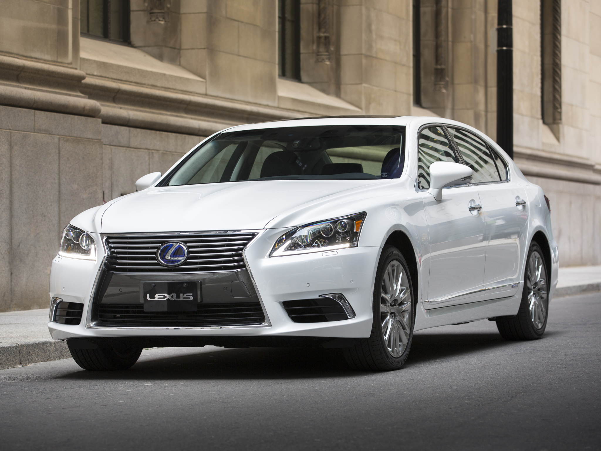 2019 Lexus LS 600h L photo - 2