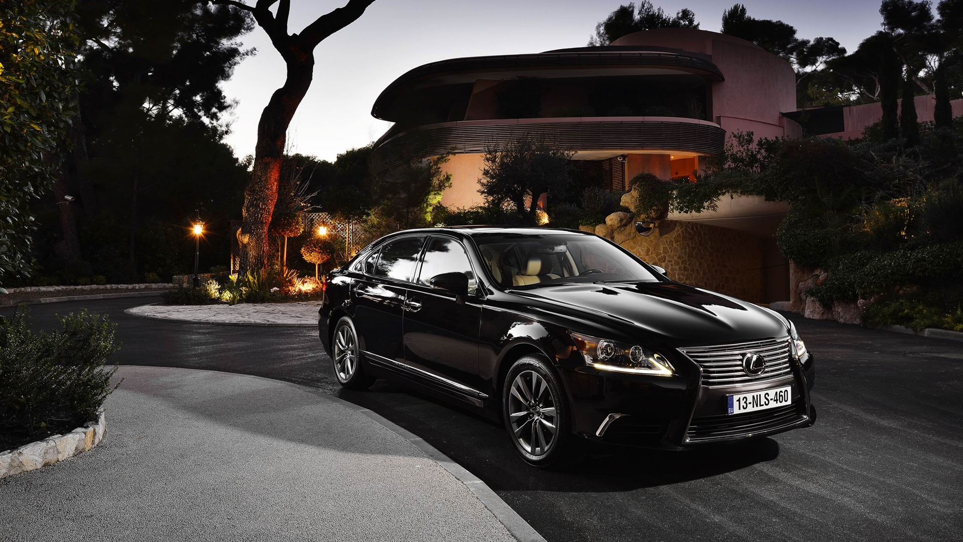 2019 Lexus LS EU Version photo - 2