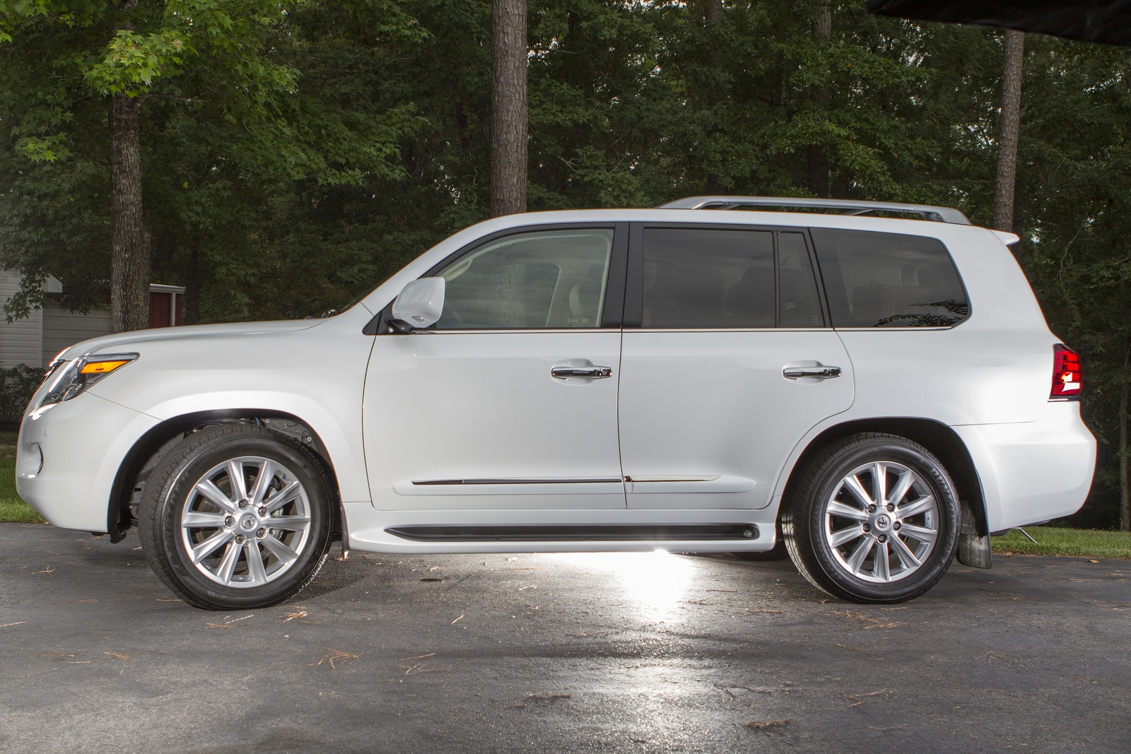 2019 Lexus LX 570 photo - 5