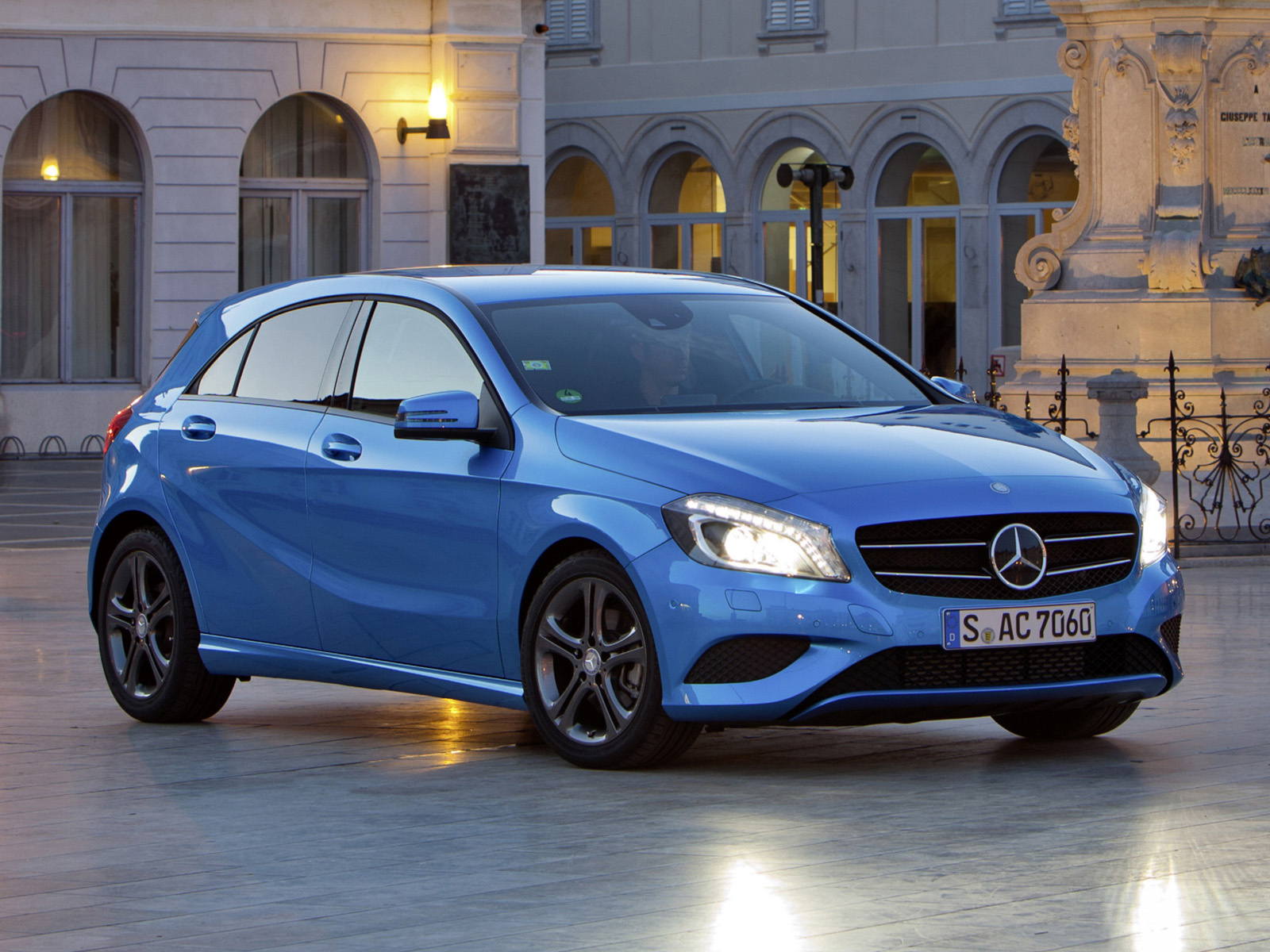 2019 Mercedes Benz A200 Elegance 5door photo - 3