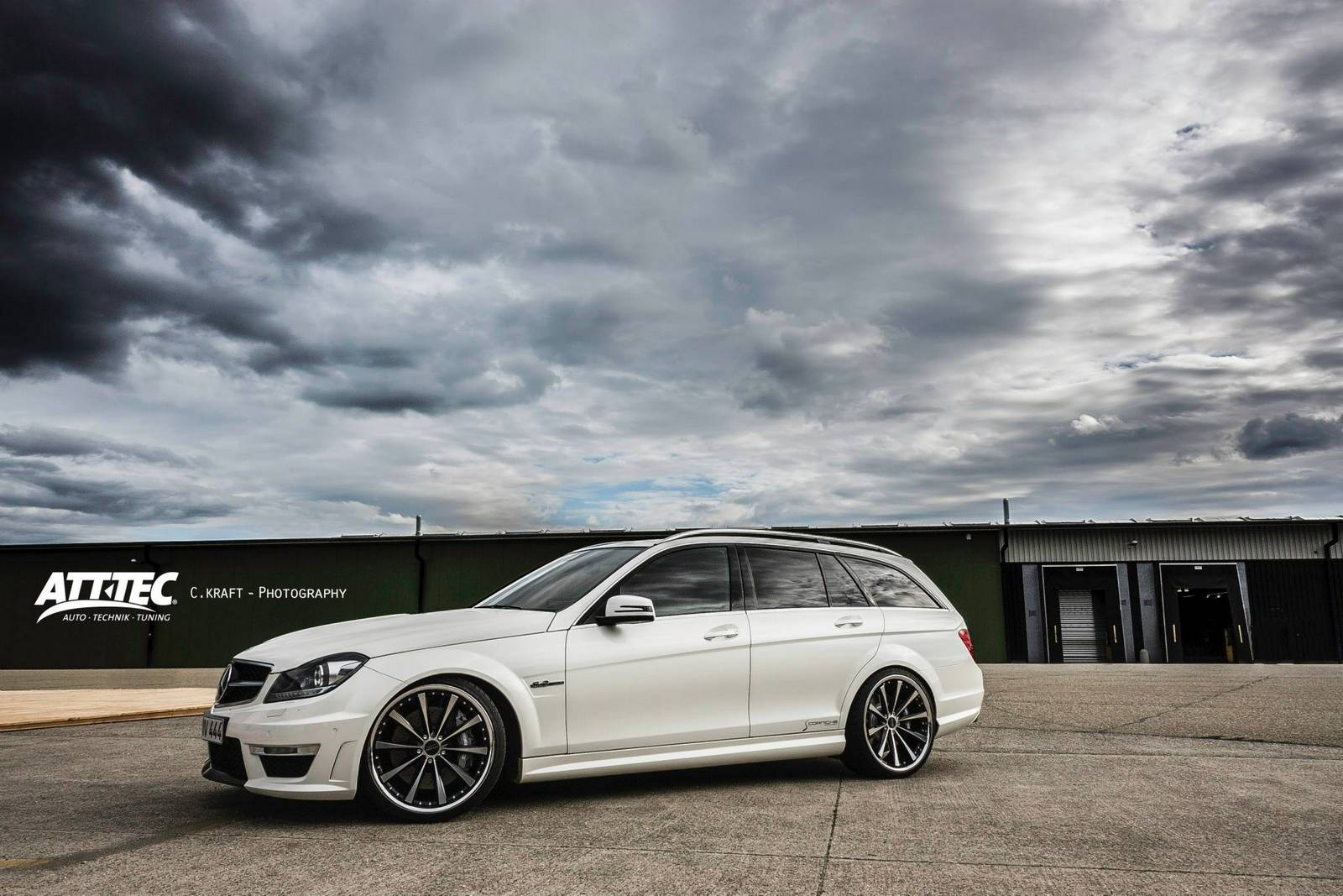 2019 Mercedes Benz C63 AMG Estate photo - 2