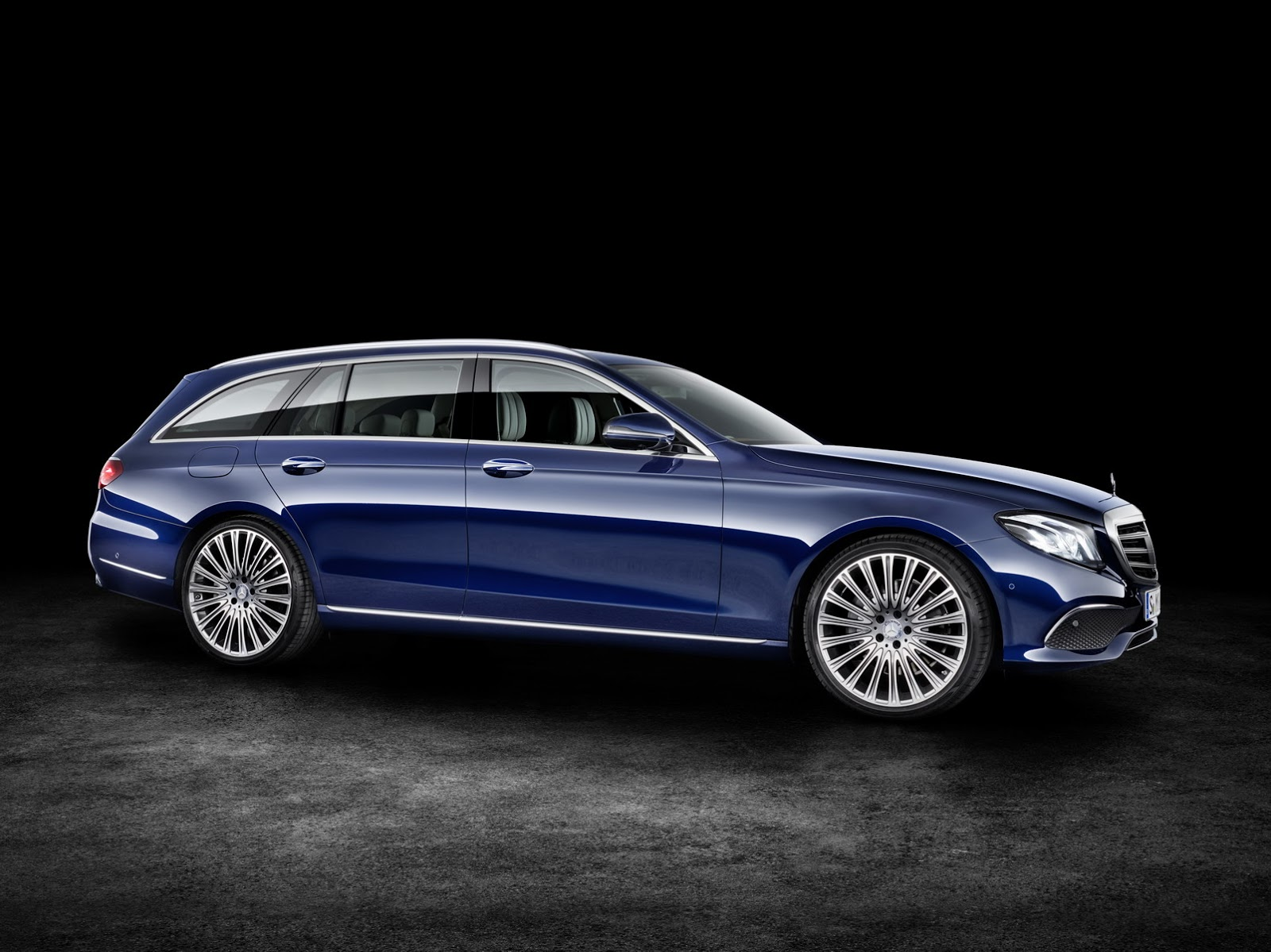 2019 Mercedes Benz E Class Estate photo - 4