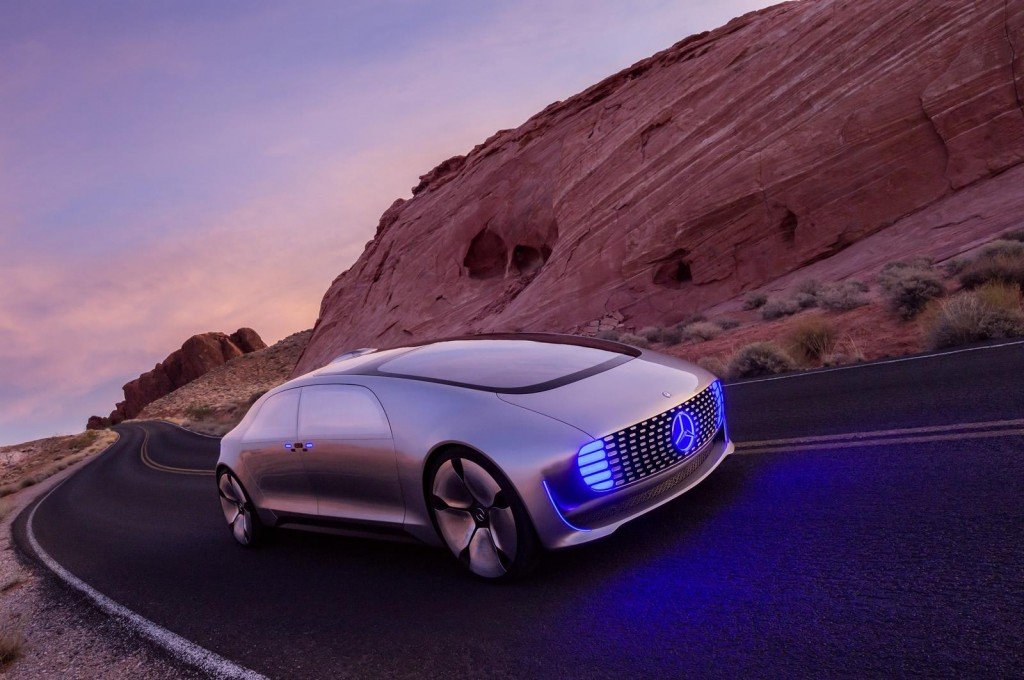 2019 Mercedes Benz F015 Luxury in Motion Concept photo - 1