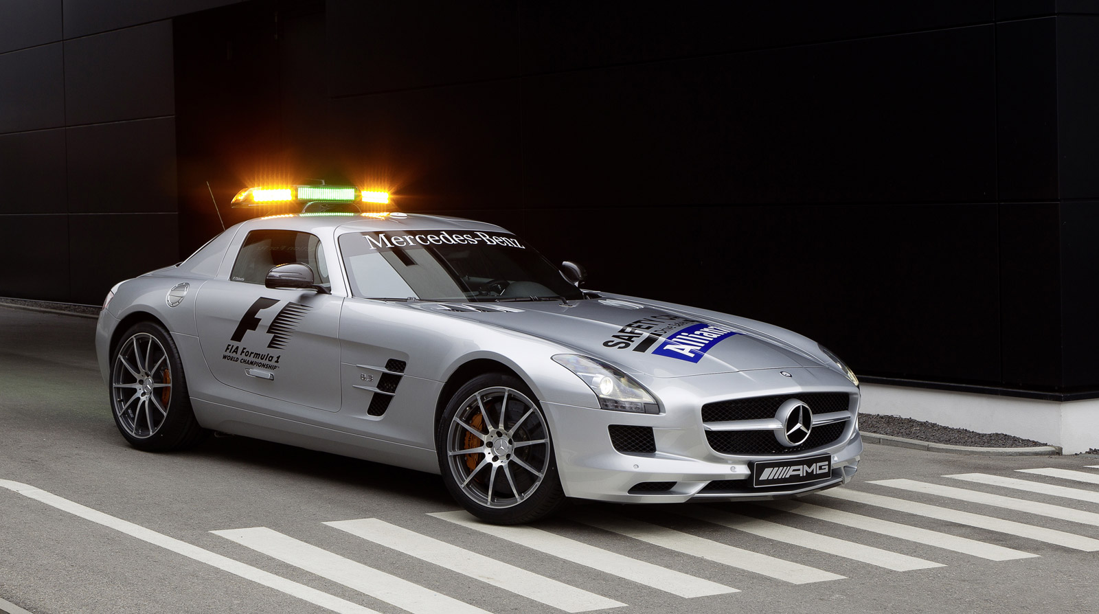 2019 Mercedes Benz SLS AMG photo - 4