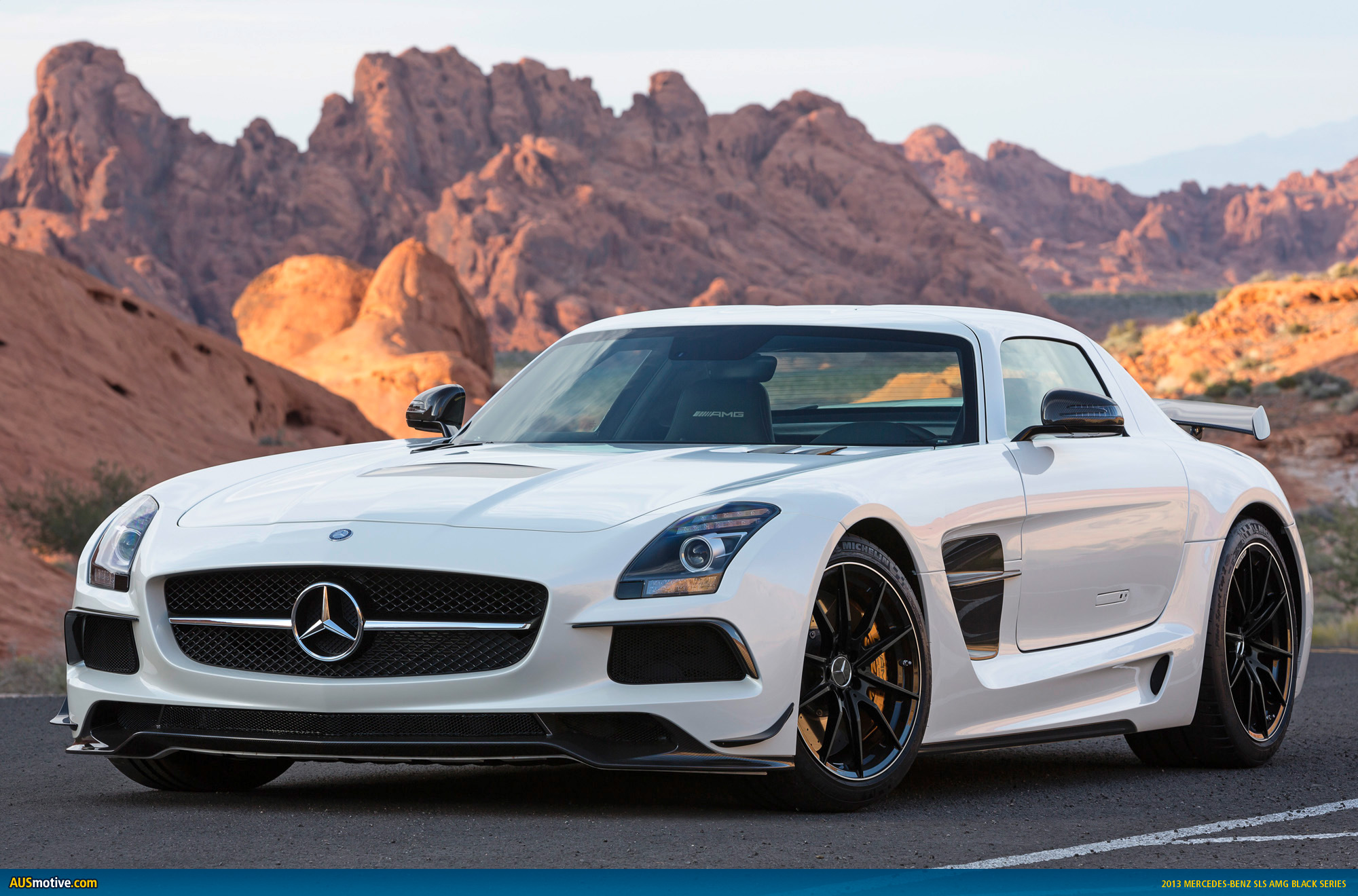 2019 Mercedes Benz SLS AMG US Version photo - 4