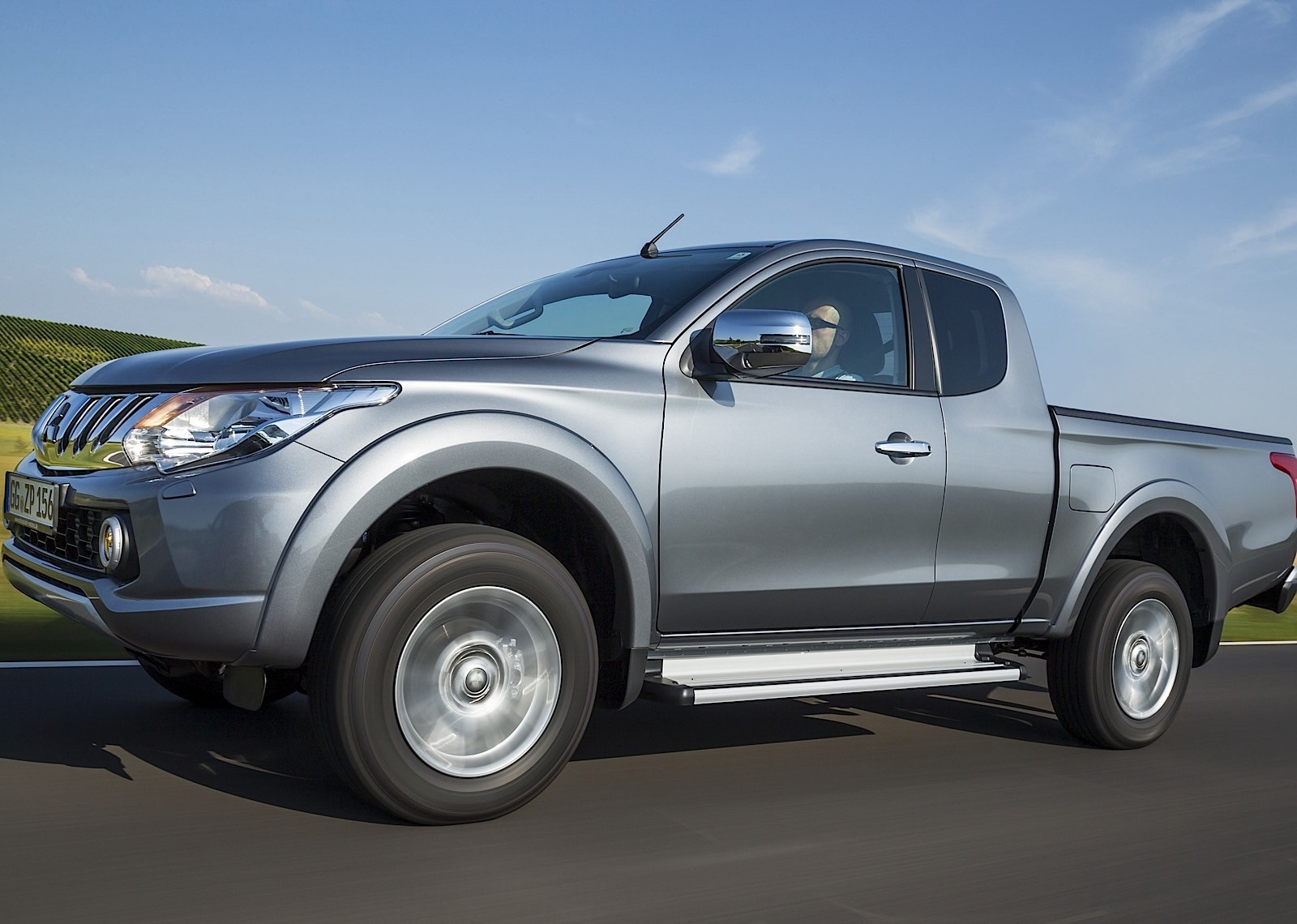 2019 Mitsubishi L200 Club Cab photo - 6