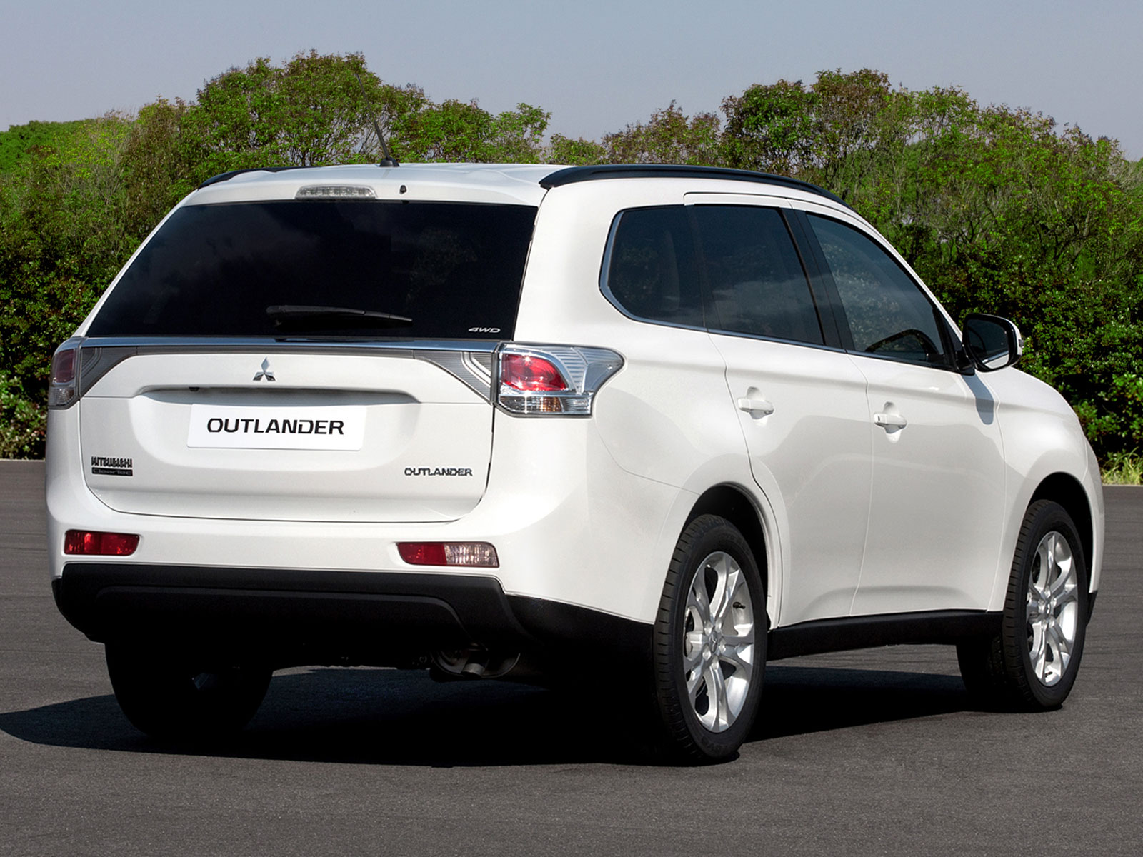 2019 mitsubishi outlander es car photos catalog 2019. Black Bedroom Furniture Sets. Home Design Ideas