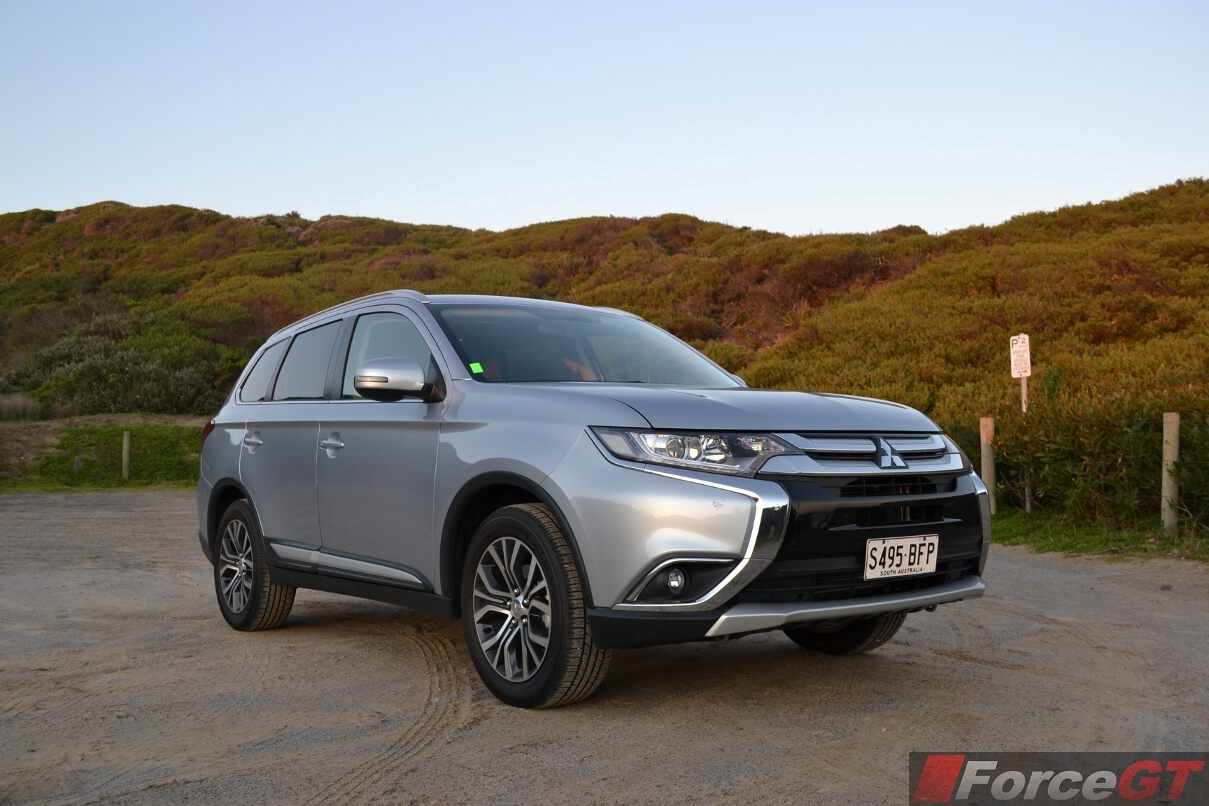 2019 Mitsubishi Outlander GT | Car Photos Catalog 2017