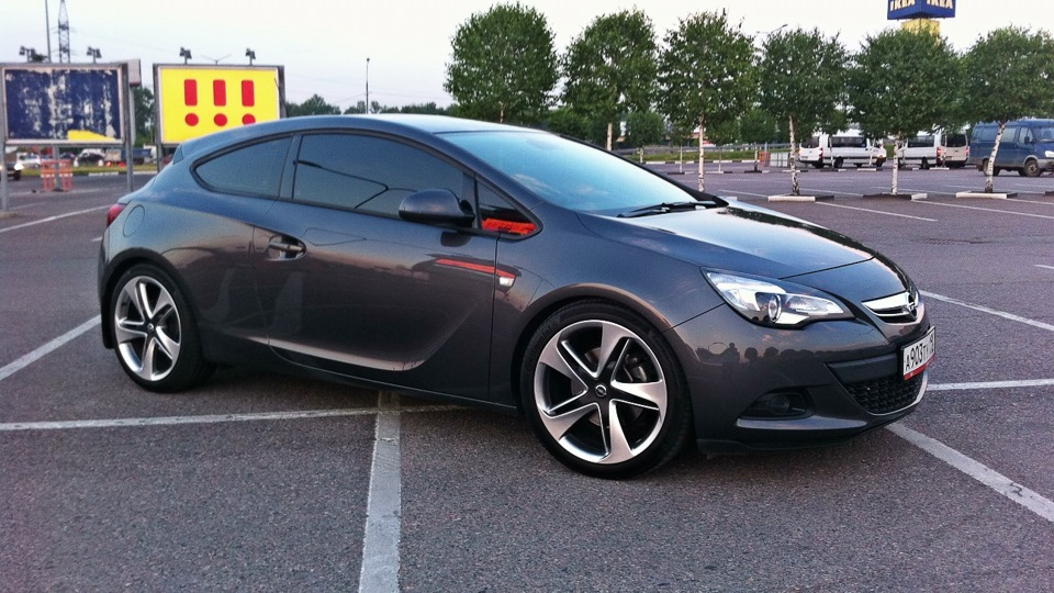 2019 Opel Astra GTC with Panoramic Roof photo - 3