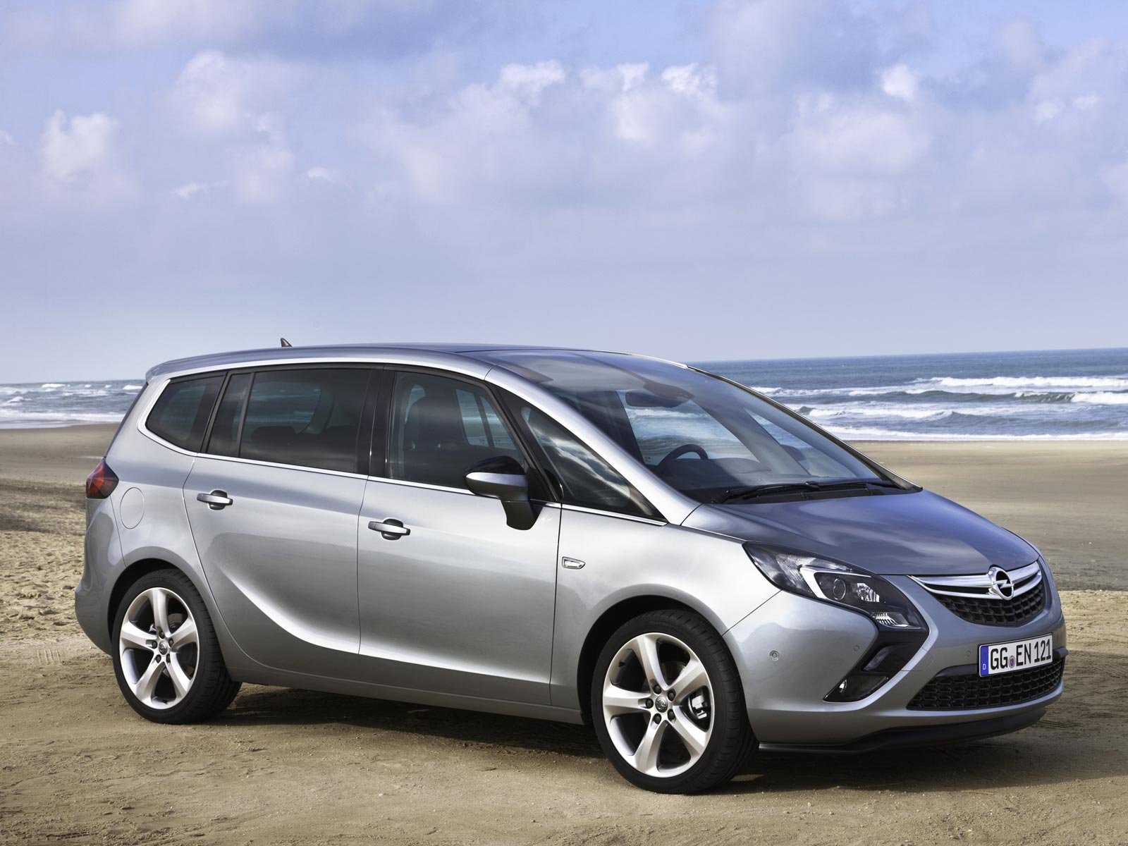 2019 Opel Zafira Tourer photo - 1