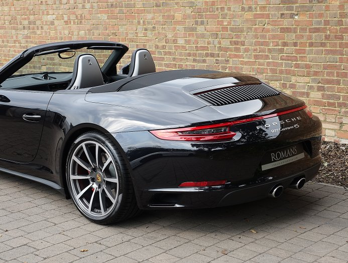2019 Porsche 911 Carrera 4 photo - 3