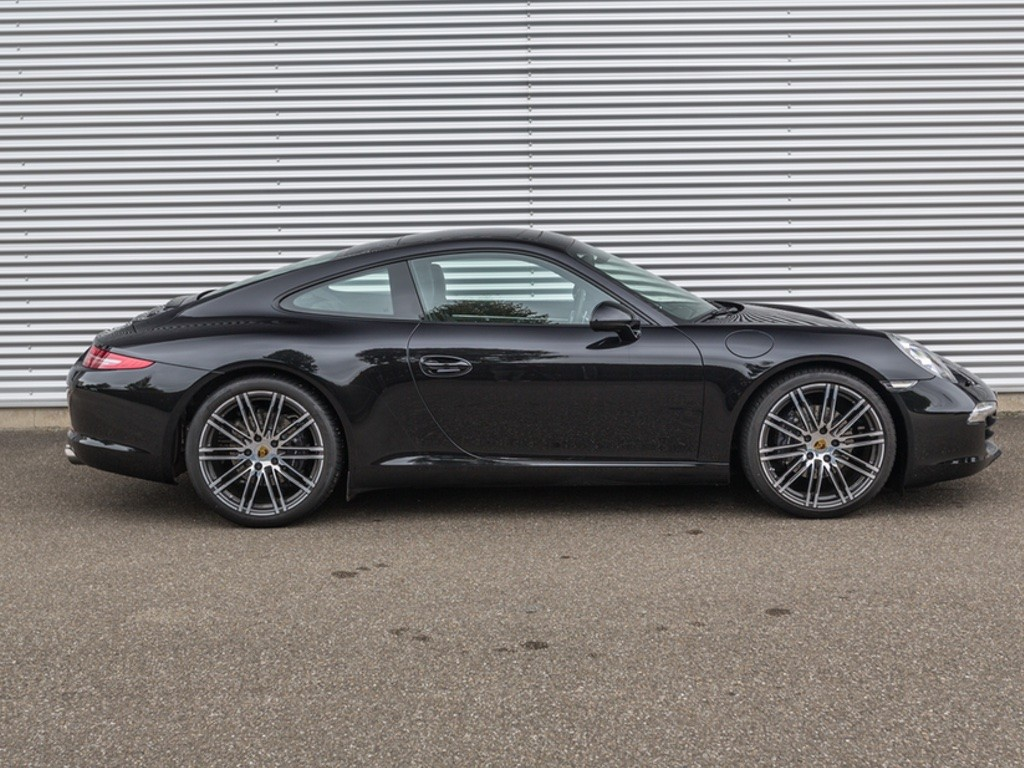 2019 Porsche 911 Carrera Coupe photo - 3