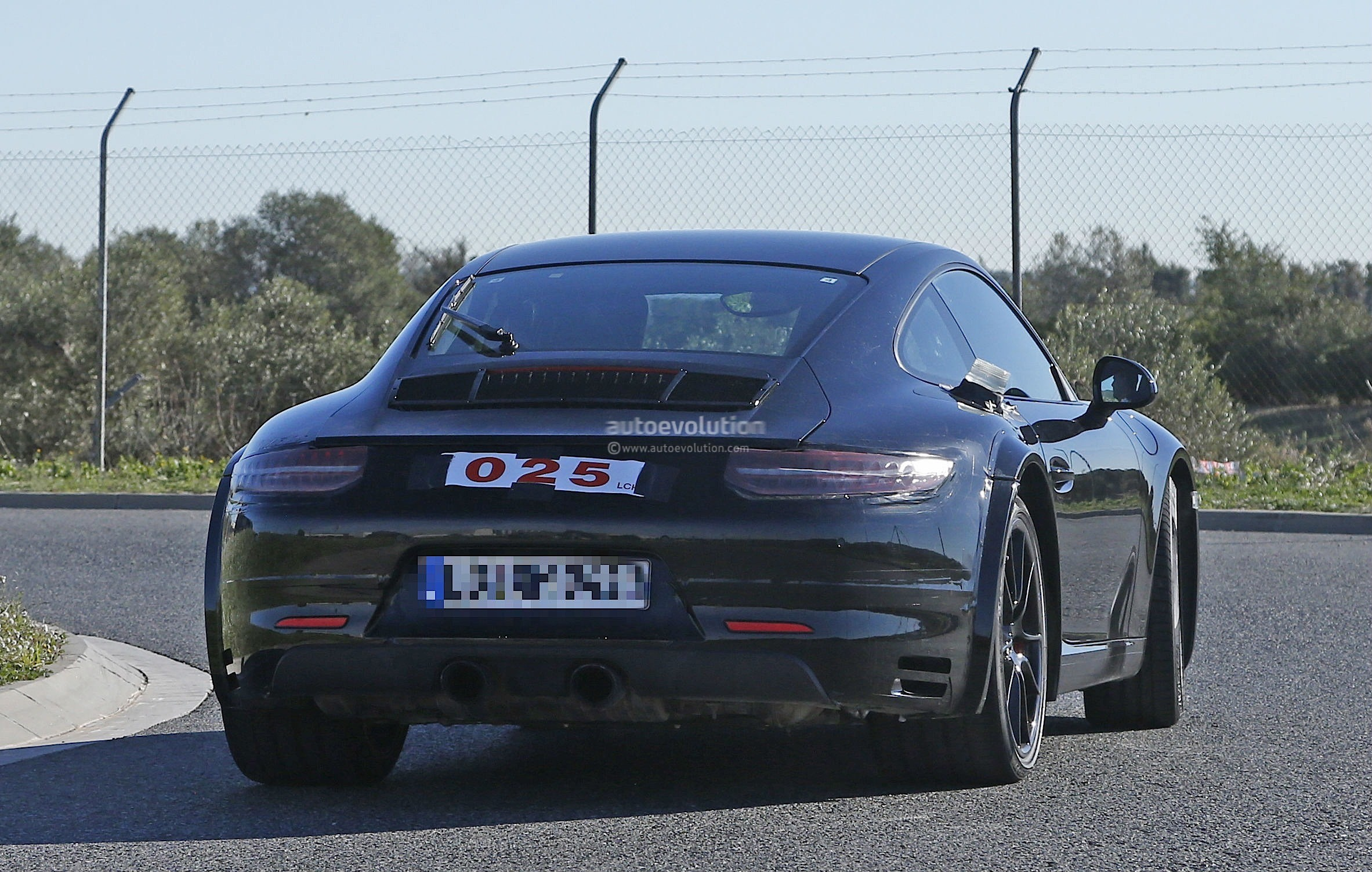 2019 Porsche 911 Turbo photo - 4