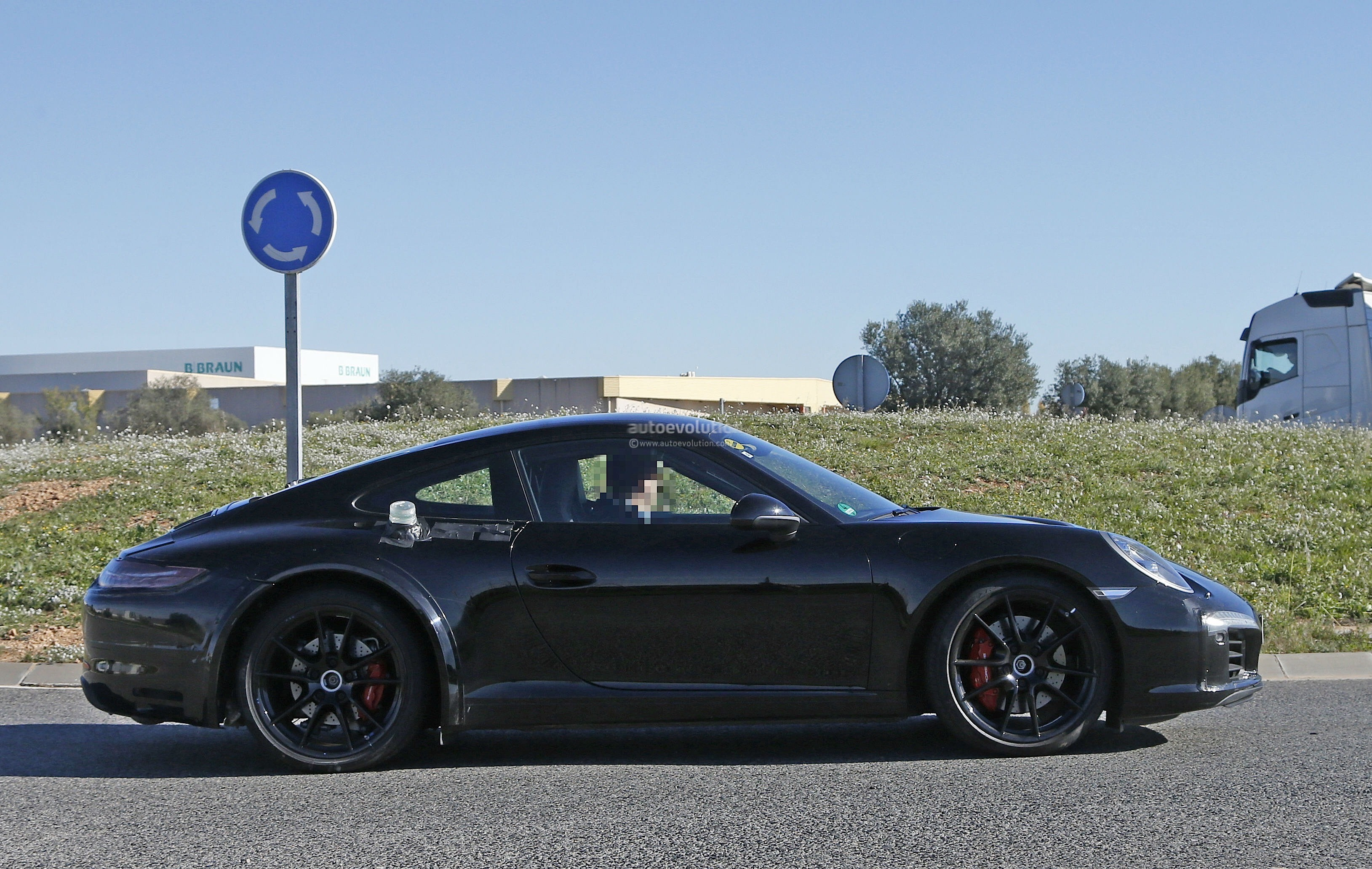 2019 Porsche 911 Turbo S photo - 1