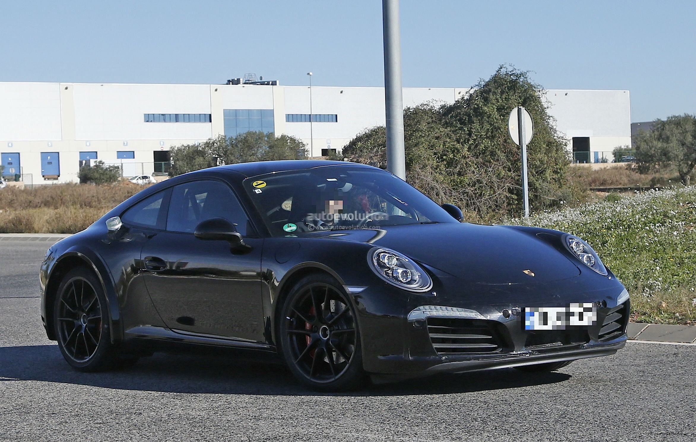 2019 Porsche 911 Turbo S photo - 3