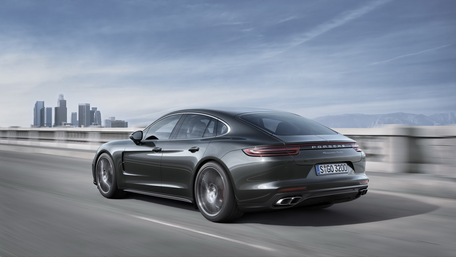 2019 Porsche Panamera Diesel photo - 1