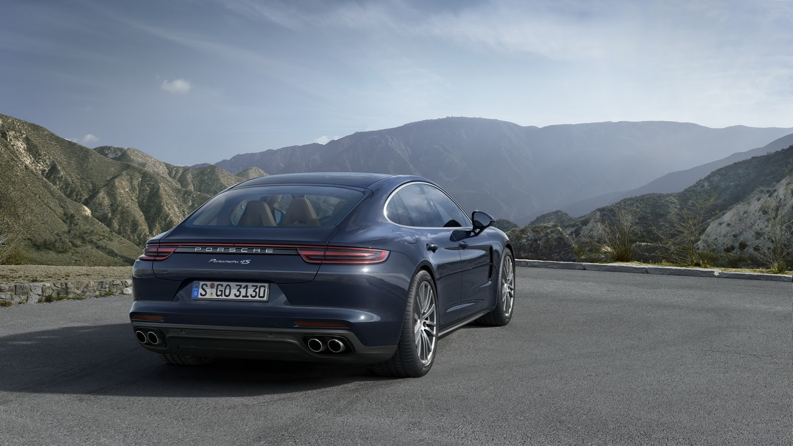 2019 Porsche Panamera Diesel photo - 2