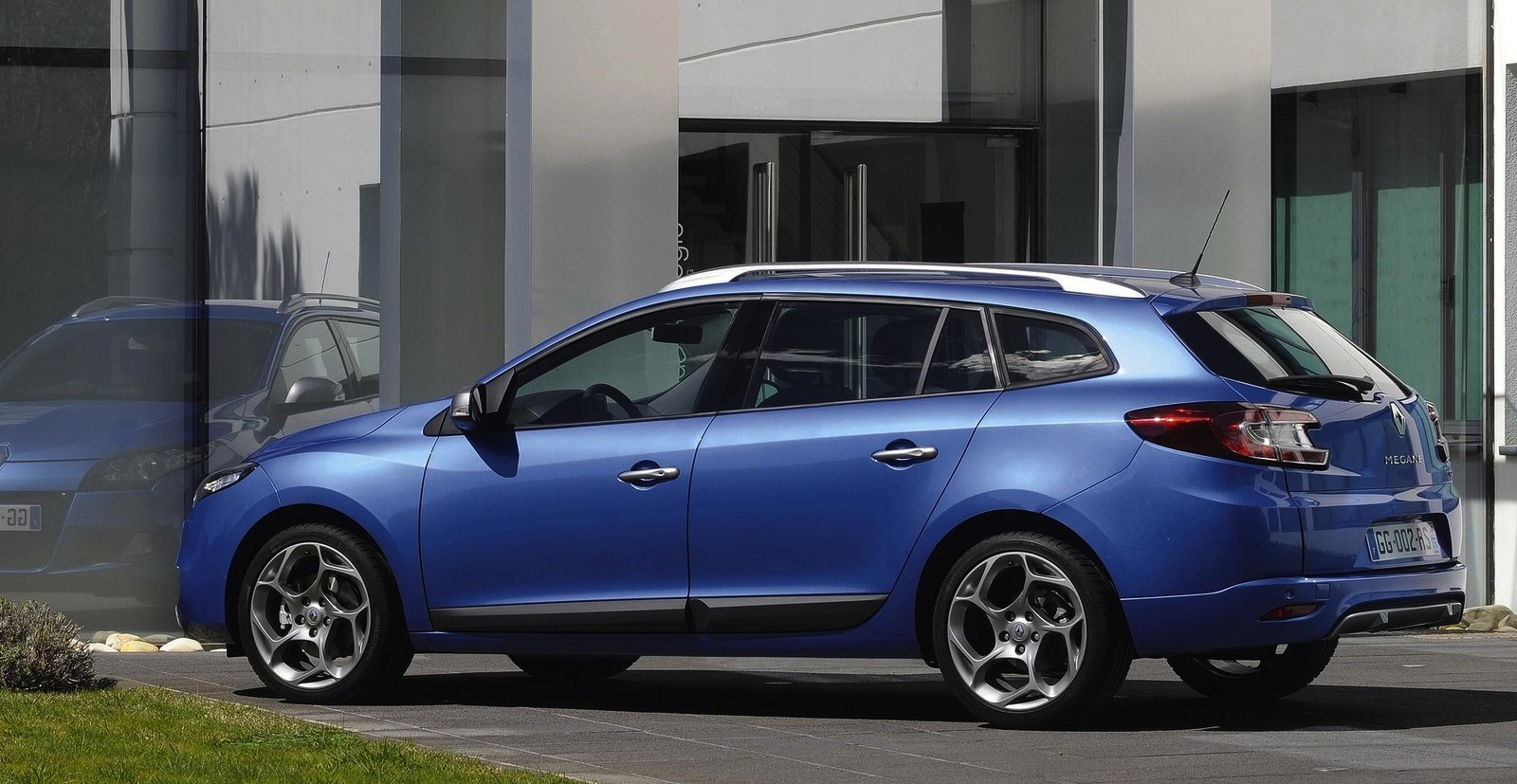 2019 Renault Megane Estate GT photo - 5