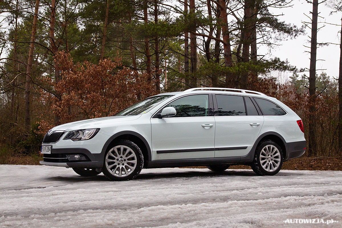 2019 Skoda Superb Combi 4x4 photo - 3