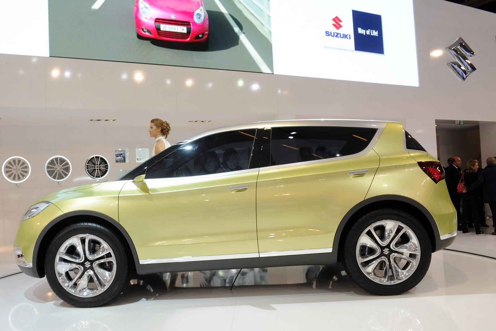 2019 Suzuki S Cross Concept photo - 3