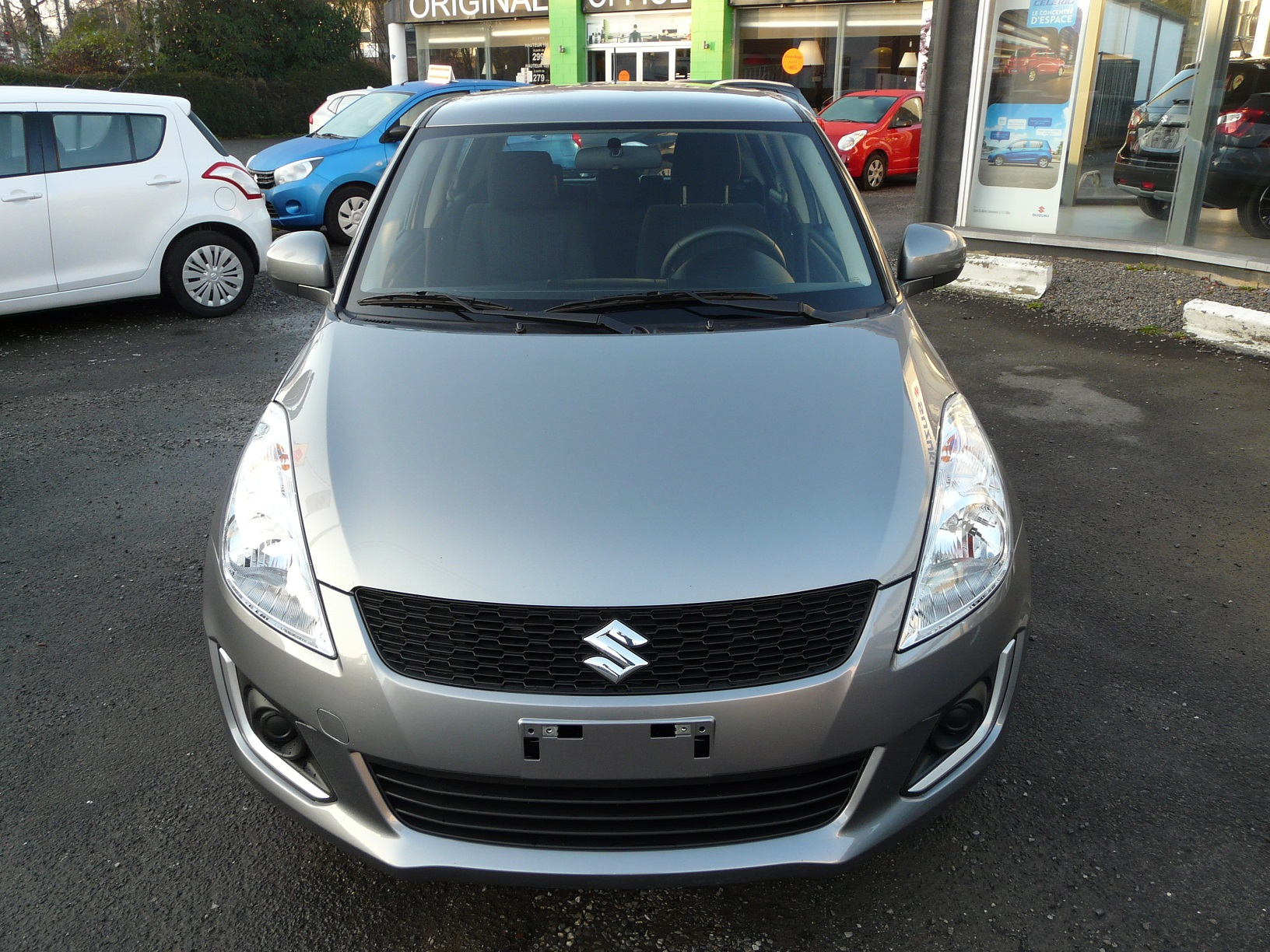 2019 Suzuki Swift photo - 4