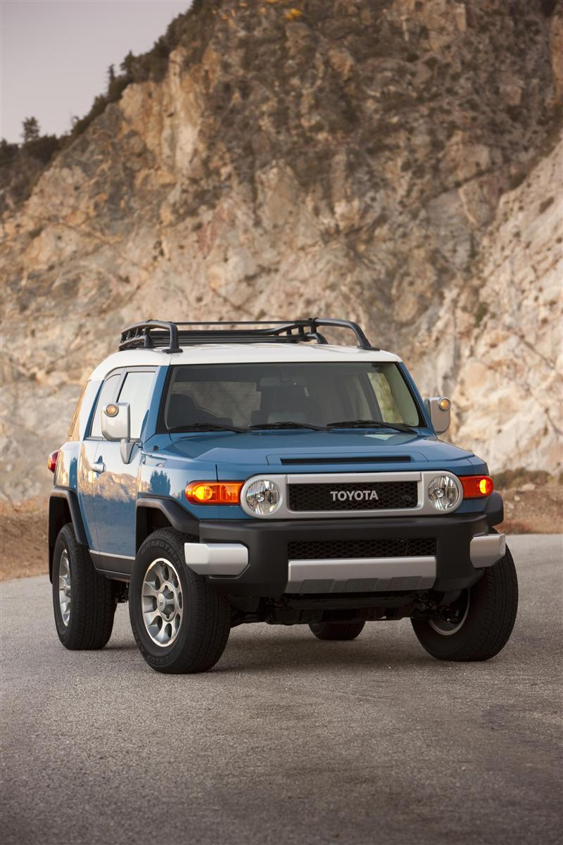 2019 Toyota FJ Cruiser Concept photo - 3
