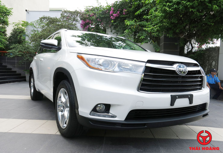 2019 Toyota Highlander photo - 3