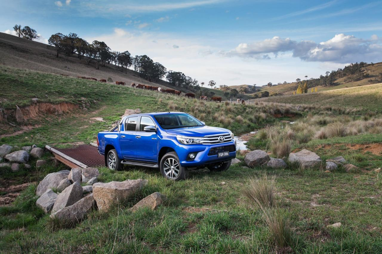2019 Toyota Hilux photo - 3