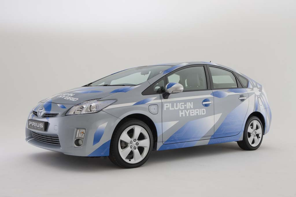 2019 Toyota Prius Plug in Hybrid Concept photo - 3
