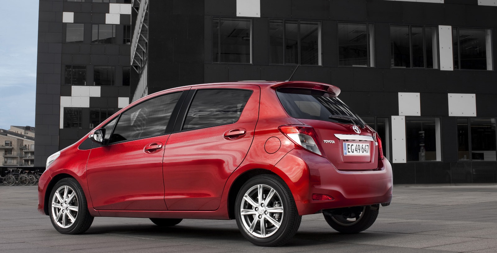 2019 Toyota Yaris photo - 3